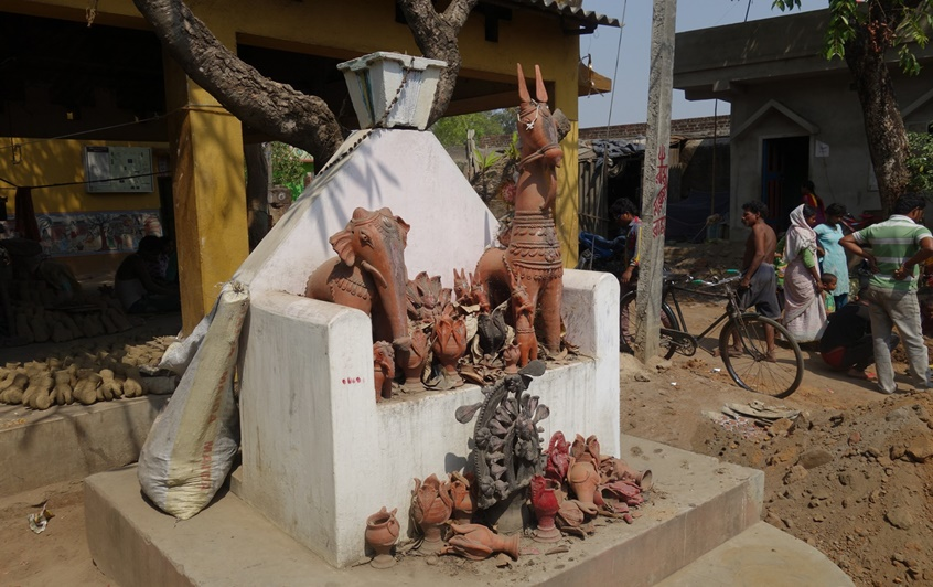 Statues: The sacred in Dokhra tribal art in India