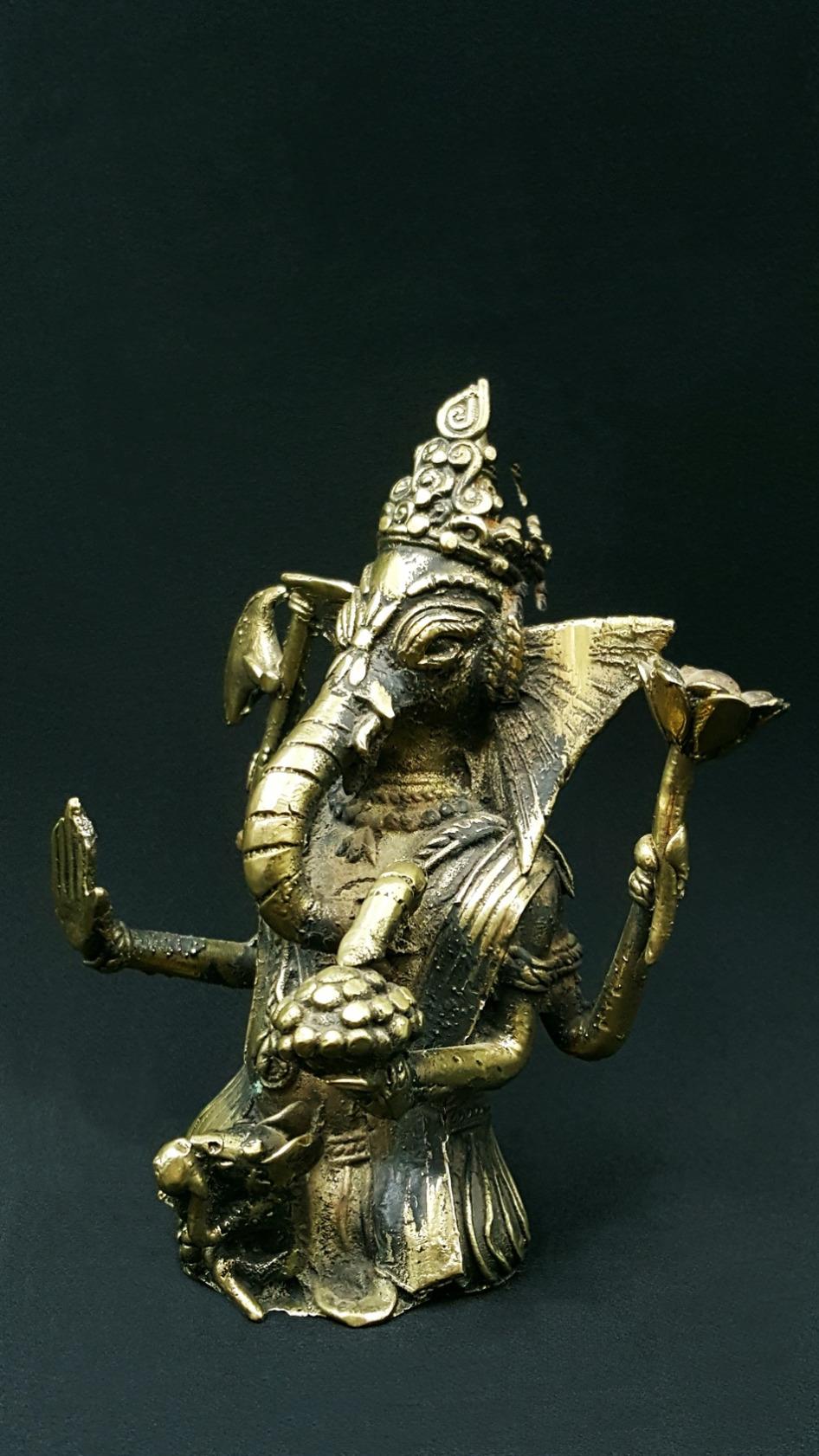 Ganesh Trompe A Droite ganesh - le meilleur des guides