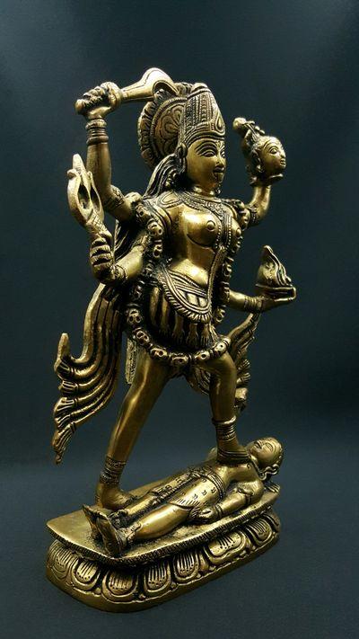 Kali dansant sur Shiva