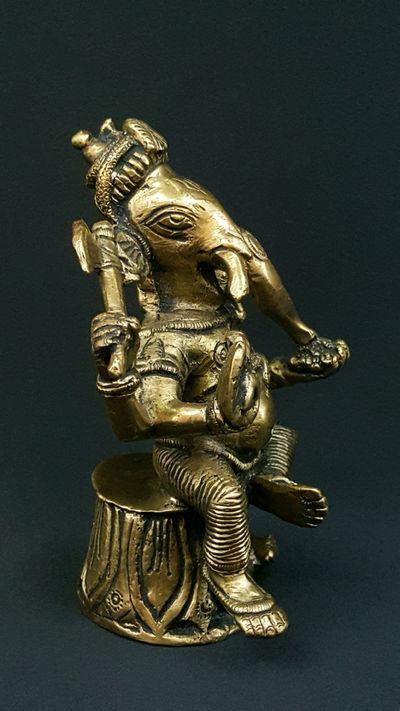Ganesha Assis Himalaya