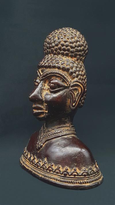 Bastar bust woman chignon statue