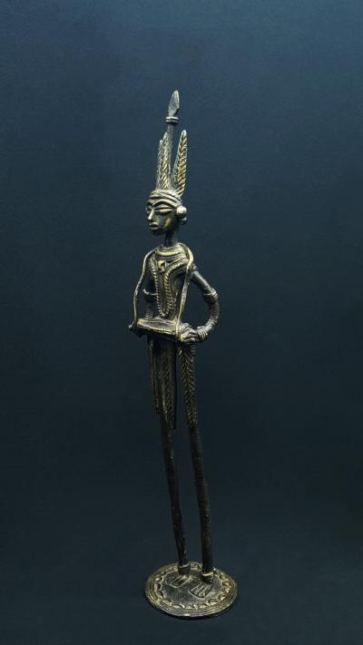 Dholak: the slender musician statue