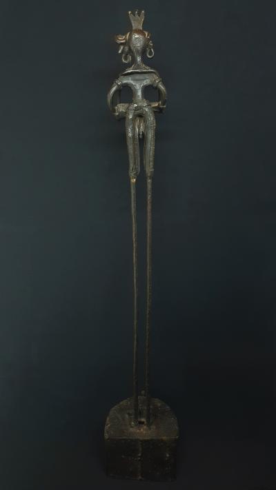 Statue Le musicien Bastar tout en hauteur