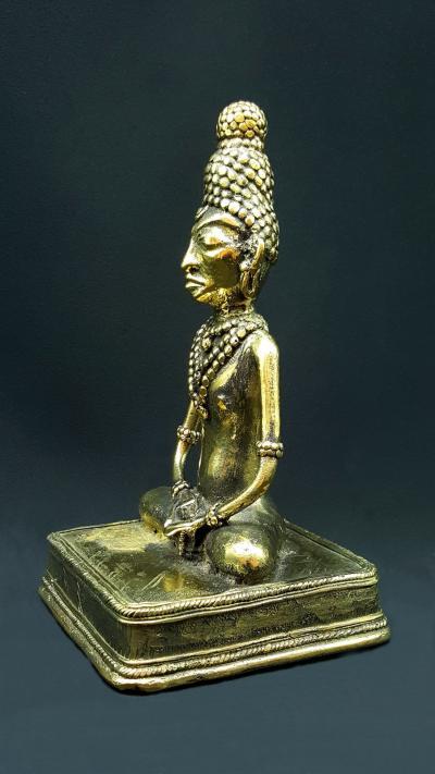 Tribal statue of Buddha in Padmâsana