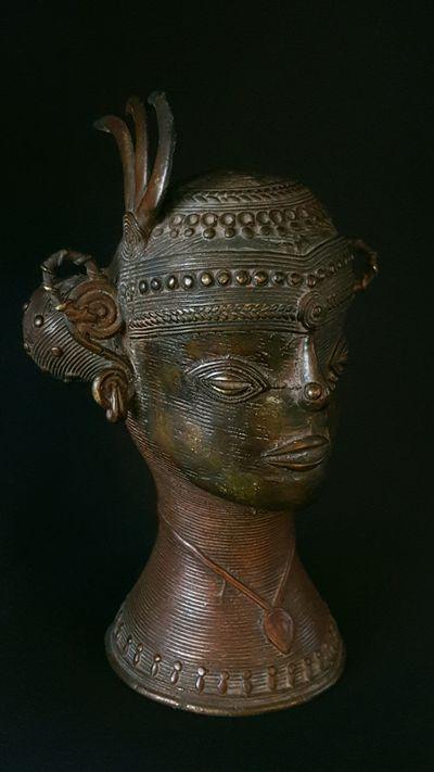 Woman's head Bastar - feather